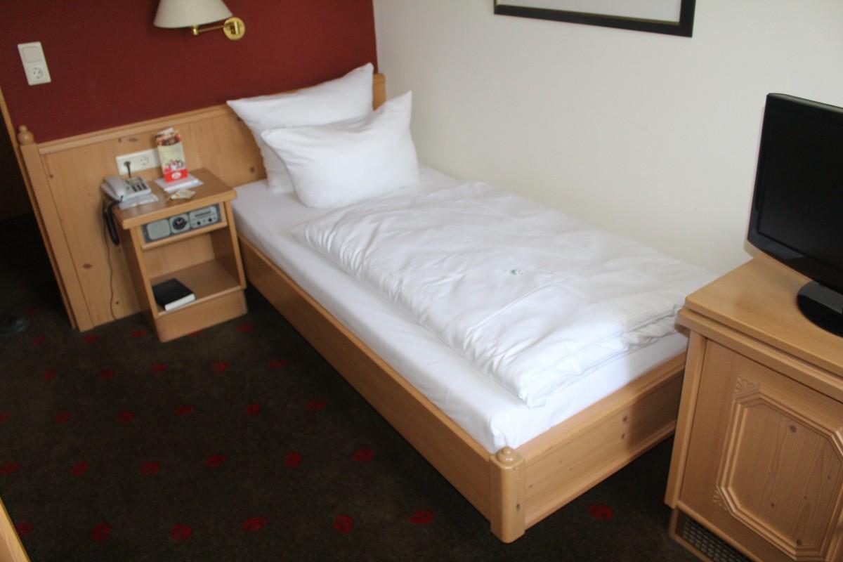 Hotel möbel einrichtung ca 20 komplette zimmer voglauer gepflegt ...